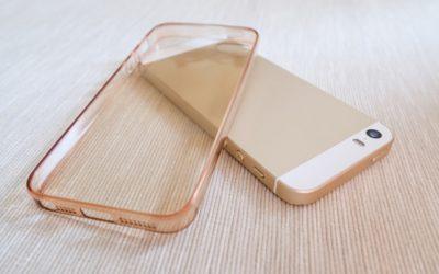 Comment nettoyer une coque de téléphone transparente?